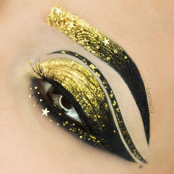 WEBSTA @ lucinda212 - Evening guys! Black and Gold, my favorite combination…