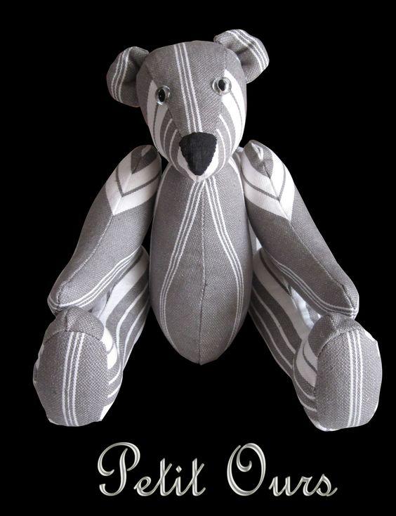 Ours réalisé en toile à matelas avec des yeux en verre chinés dans une brocante. by HB