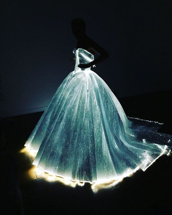 La robe Cendrillon luminescente de cette star va vous rendre forcément jalouse - page 3