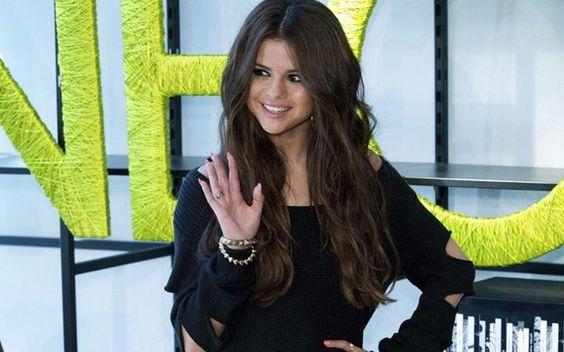 """Un medio estadounidense asegura que Selena Gómez padece #lupus desde hace un par de años. La cantante suspendió sus presentaciones de enero en Australia y Asia de la gira """"Stars Dance"""". #SelenaGomez #StarsDance"""