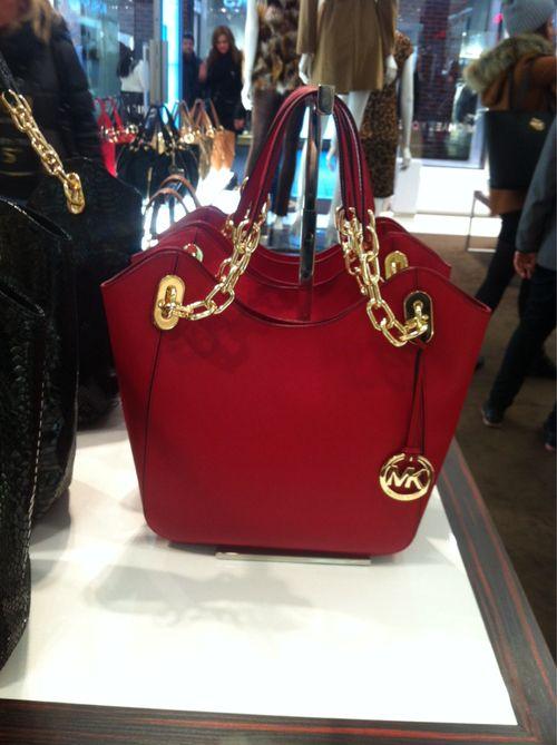 bagsbolso en cuero con accesorios dorados