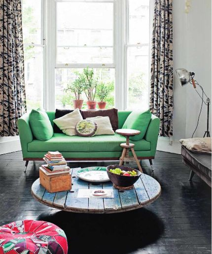 Colourful chesterfield, beautiful wood floor, rustic coffee table, big windows... Yep, I would like to spend some time here.