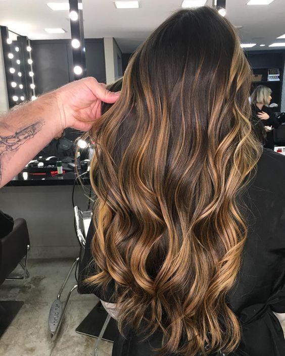 cabelos com luzes mel impecável