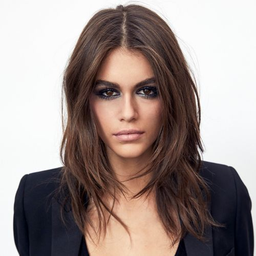 Kaia Gerber La Fille De Cindy Crawford Egerie Beaute D Yves Saint Laurent Cindy Crawford Idees De Coiffures Coiffure Et Beaute