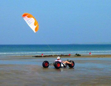 Image from http://www.extremesports.ie/content/rsz_kiteb526032_10150652087543591_1325163141_n.jpg.