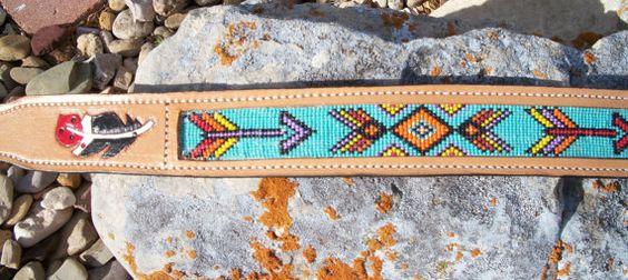 Turquiose Western, Style Amérindien Indien, incrustation ceinture perlée, flèches perlées et orné de plumes, prêt à expédier