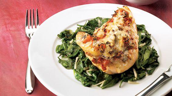 Poitrines de poulet aux épinards et à la bruschetta gratinées   Recettes IGA   Volaille, Fromage, Recette facile