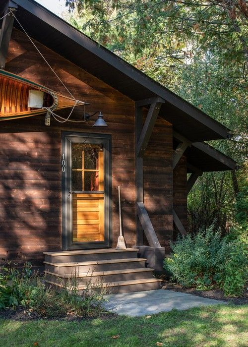 Are You Ready For Some Cabin Inspiration To Get The Summer Party Started Enjoy This Collection Of Quaint Cabins That Are Perfec Rustic Cabin Stone Cabin Cabin