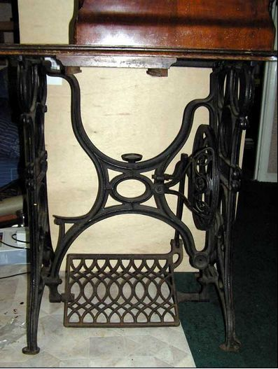 Gritzner High-Arm Transverse Shuttle Machine - Treadle #1123101, 1903-4, The small cup in the centre of the treadle frame is for storing a small round oil can. To the left of the treadle frame is a foot rest.