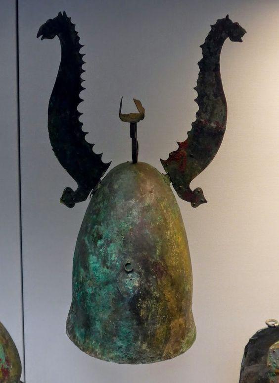 Roman armour, Italian helmet