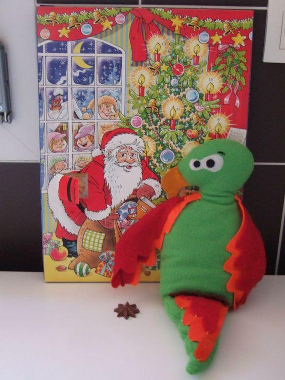 1er Décembre oblige, le doudou perroquet a entamé son calendrier de l'Avent!
