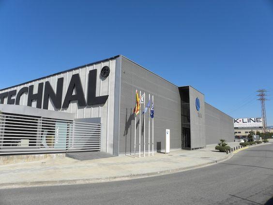Fachadas industriales buscar con google fachadas for Oficinas industriales modernas