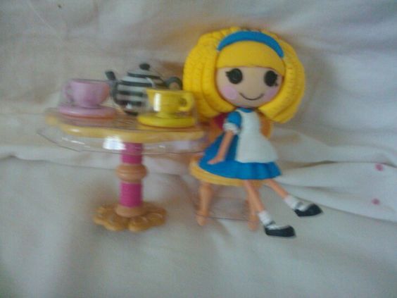 Alice from a mini lala loopsy