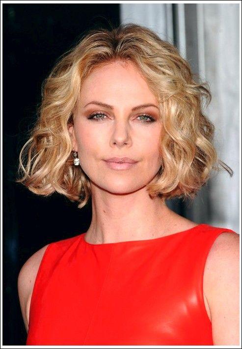 Charlize Theron Kurze Blonde Lockige Bob Frisur Beste Frisuren Bob Frisur Bob Frisur Wellen Lockige Bob Frisuren