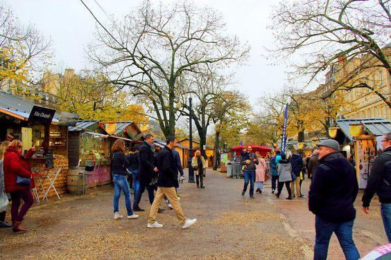 Ряды ярмарки в центре города