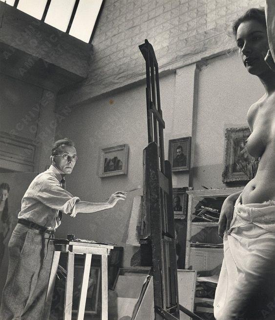 Pintando en su estudio / Painting at his Studio, ca. 1950. Foto / Photo: Alfred Puhn, Archives of American Art