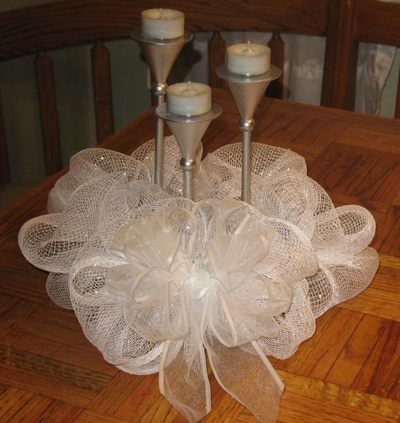 Deco mesh centerpiece white and silver wreaths