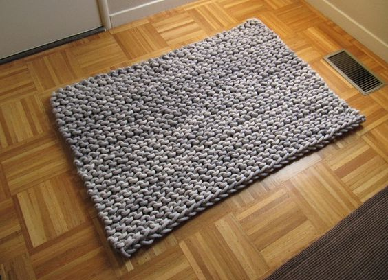 Knitted rug .. an idea for the dog                Knitted with Cotton rope, very large needles