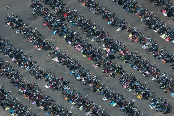 Confira o portfolio 'Aerial Summertime' produzido pelo fotógrafo Tom Blachford. Adoramos <3!!! http://www.tomblachford.com/aerial-summertime#/id/i7207957