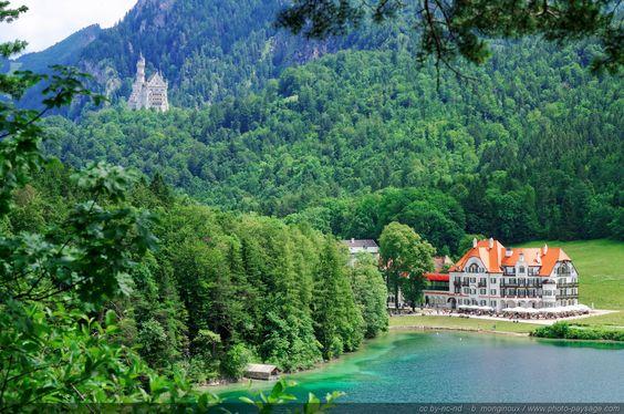 Le-chateau-de-Neuschwanstein-vu-depuis-le-lac-Alpsee.jpg Cliquer sur l'image pour fermer cette vue