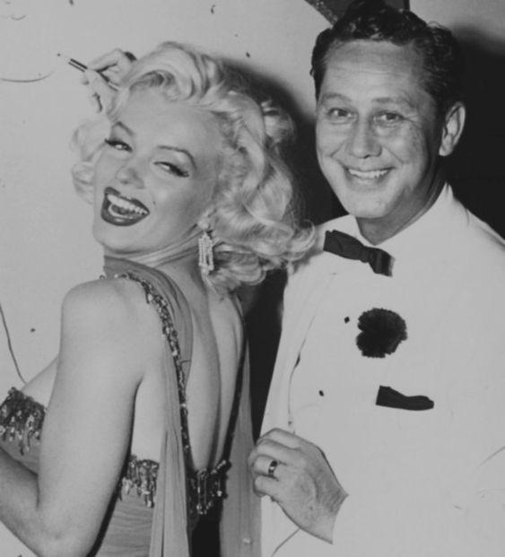 """1953 / by Bruno BERNARD... Marilyn participe à une action caritative au """"Hollywood Bowl"""" le 10 juillet 1953 dont les bénéfices seront reversés à…"""
