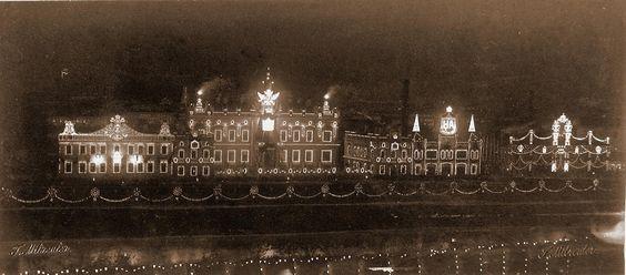 Вид домов на набережной Москвы-реки, празднично иллюминированных в честь торжества коронации