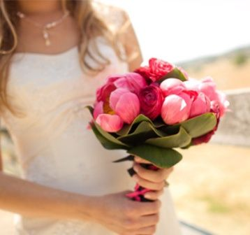 red-and-pink-wedding-bouquet-02