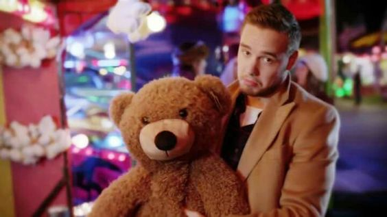 Awww look at Liam <3