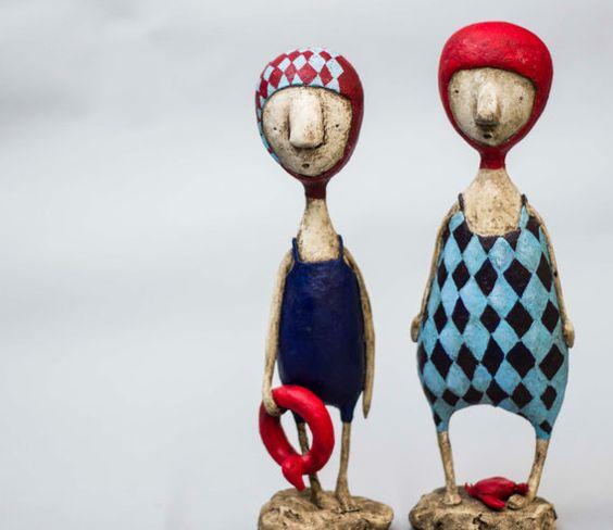 Verbringen viel Zeit in ein Wasser-Ihre Gliedmaßen kann auf unerwartete Weise ändern. Eine einer freundlichen Sammler Kunst Puppe/Gemischte Medien Skulptur. Höhe: 21cm Diese Kreation ist einzigartig und wird nie wieder hergestellt werden. Vom Autor signiert und datiert.