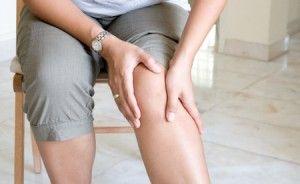 L'ostéoarthrite est une maladie qui affecte les articulations, comme le genou. Les articulations sont situées entre deux os. À l'extrémité des articulations, on retrouve un tissu élastique et plutôt robuste appelé cartilage, qui a pour mission la protection des os.