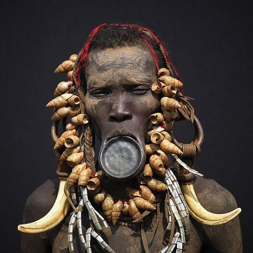 Die meisten Formen von Körperschmuck gehen auf traditionelle Rituale zürich...