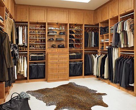 WOW!  I'd LOVE this closet!