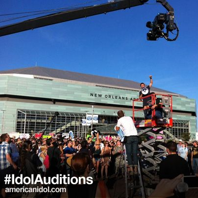 Here's a pic of @Ryan Seacrest & Season 12 auditioners at the @NewOrleansArena via @American Idol