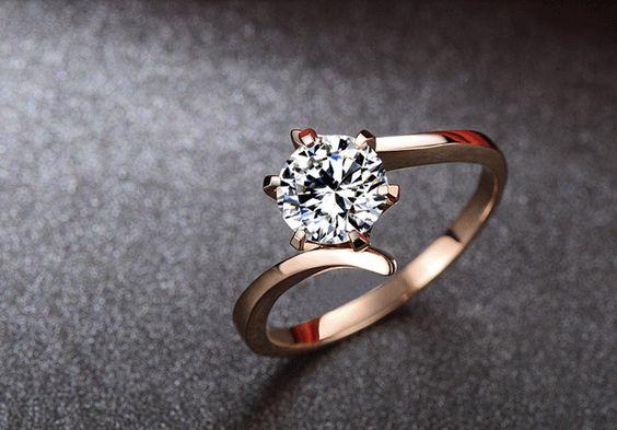 Round Moissanite Engagement Ring Rose gold por Donatellawedding, $380,00