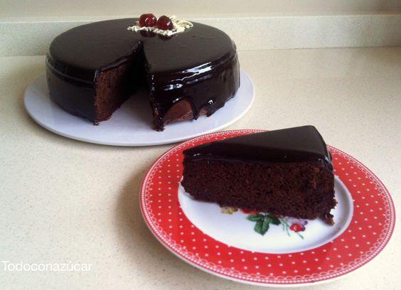 Tarta de chocolate con cobertura brillante. http://todoconazucar.blogspot.com.es/2014/01/tarta-de-chocolate-con-cobertura.html