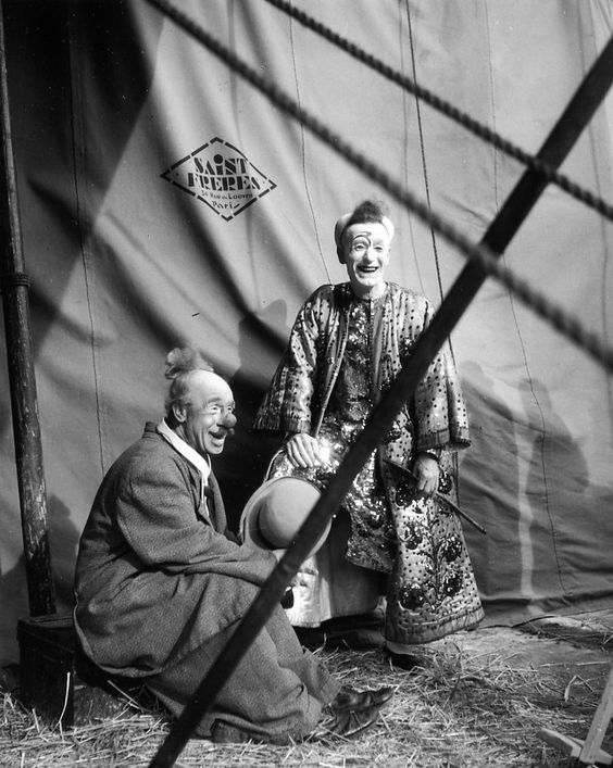 Dario et Bario,1945 |¤ Robert Doisneau | Atelier Robert Doisneau | Circus |