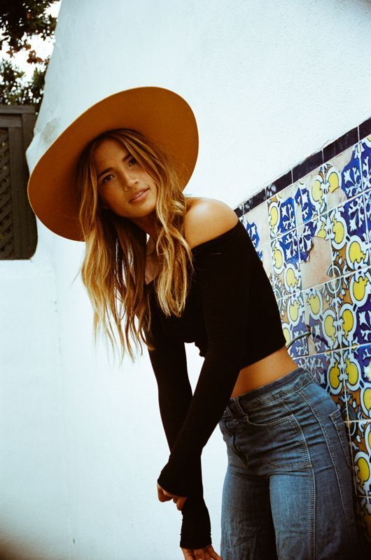 Long sleeve black off the shoulder crop top, jeans, and a floppy hat. Cute and casual style