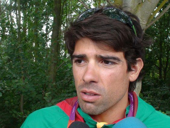 Pedro Fraga conquista ouro em Eton Dorney. O remador Pedro Fraga conquistou este domingo a medalha de ouro em LM1x na Taça do Mundo de remo que decorre em Eton Dorney, em Inglaterra.  O atleta português foi o primeiro a curtar a meta, com um avanço de dois segundos para o segundo classificado.