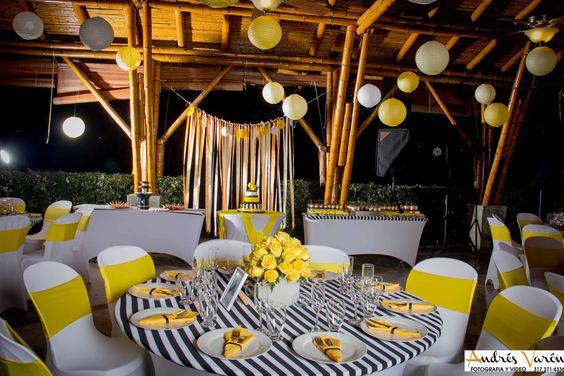 Amarillo lineas blanco y negro decoraci n de grado for Decoracion de grado