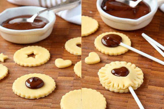 Piruletas de hojaldre con chocolate, ¡perfectas para una fiesta con los niños! - Recetín