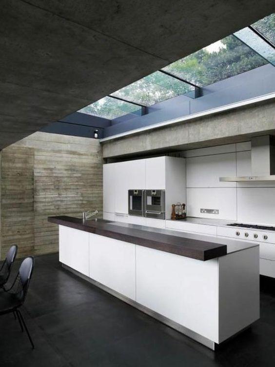 Küchen mit kochinsel küchenblock freistehend dachfenster ...