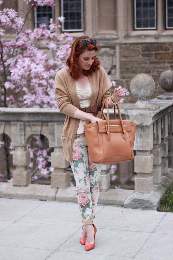 We don't know about you, but we are loving these floral pants! A must-have for spring!