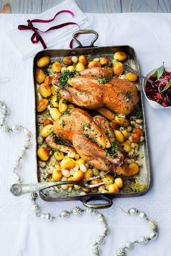 Perlhuhn mit Kartoffeln aus dem Ofen - smarter - Zeit: 30 Min.   eatsmarter.de
