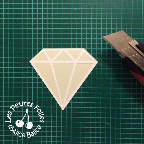 Alice Balice - Tutoriel : Découper une forme dans du plastique fou dingue de couleur