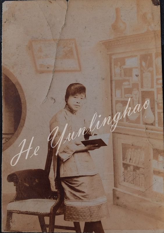 late 1910s Chinese girl, reading a book