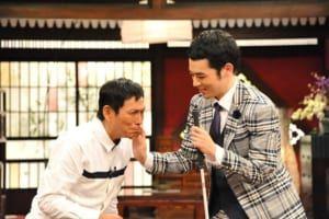 さんまさんに触る濱田祐太郎さん