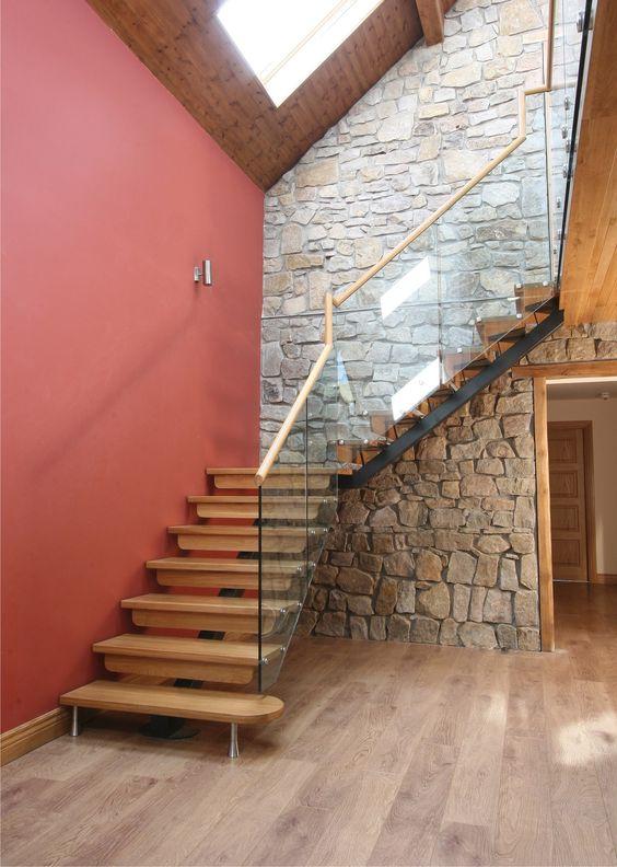 Escalier quart tournant limon central marches en bois - Marche en pierre exterieur ...
