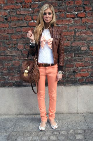 Not a huge fan of the necklace, but I love the peach pants and the brown jacket together!! And that purse... :)