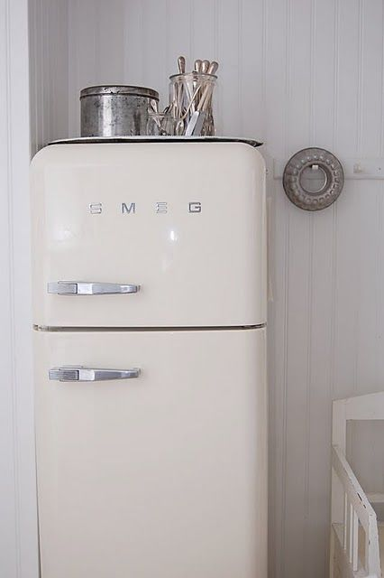 This reminds me of the old icebox fridges (non-electric) we used to have when I was a little girl in Greece.