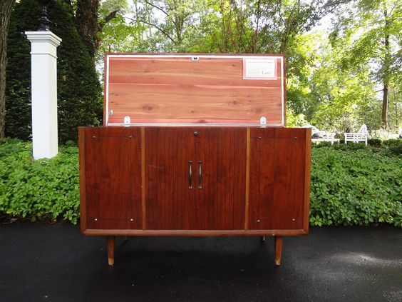 VTG MID CENTURY MODERN LANE CEDAR CHEST TRUNK CONSOLE TABLE CREDENZA SIDEBOARD #MIDCENTURYMODERN #LANE